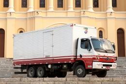 Caminhão truck baú 12 ton